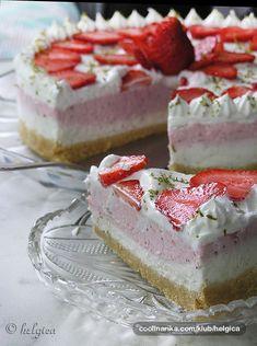 Vynikající lahodný cheesecake s jahodovou pěnou a jemnou smetanovou pěnou.