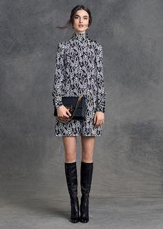 Dolce & Gabbana Abbigliamento Donna Inverno 2016: camicie, jeans, vestiti, pantaloni, gonne, cappotti, t-shirt e molto altro dalla nuova collezione.