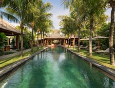 5 bedroom villa to rent in Bali.. just need a few friends to come with... Price: 1050 - 1770 € / Night - comes with Manager, Chef, Housekeepers, Gardener, Spa Therapist and Security