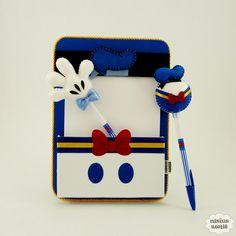 Risque e rabisque do pato donald de cartonagem com revestimento em tecido com bloco e as ponteiras.