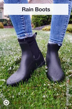 Trendy rain boots add functional fashion to rainy day outfits, for spring gardening or long summer walks. Cute Shoes, Me Too Shoes, Chelsea Boots Outfit, Aesthetic Grunge Outfit, Shoe Boots, Shoes Heels, Brian Atwood, Winter Shoes, Crazy Shoes