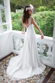 In general, the choice of beach wedding dresses is endless. Such a romantic type wedding is much deserving of a simple sexy wedding dress. Simple Sexy Wedding Dresses, Dream Wedding Dresses, Designer Wedding Dresses, Wedding Robe, Wedding Attire, Wedding Gowns, Wedding Dress Accessories, Bridal Gowns, One Shoulder Wedding Dress