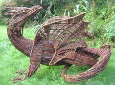 Willow dragon, fantastic example of a sculpture Environmental Sculpture, Willow Garden, Dragons, Willow Weaving, Basket Weaving, Deco Nature, Dragon Art, Dragon Garden, Mythical Creatures