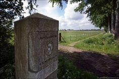 In 1997 heeft men ter gelegenheid van de viering van het Romeinenjaar in de Provincie Utrecht  20 stuks grenspalen geplaatst op de Limes. De Limes vormde de noordelijke grens van het Romeinse Rijk van 57 v Chr. tot 400 n Chr. In Nederland loopt de Limes van Katwijk via de oude Rijn, Wijk bij Duurstede langs Arnhem en Nijmegen naar Duitsland. Hiermee is de Limes het grootste archeologische monument van ons land.
