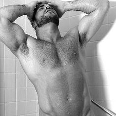 Os melhores estão aqui!! Utilize a hashtag #cacadordebarbudo  Regras para ser postado:  Enviar foto por direct APENAS para @cacadordebarbudo!  Não mande foto com frequência (por dia por semana) pois temos uma fila e toda vez que você manda sua foto volta pro final da fila.  Espere entre duas ou três semanas para ser postado caso não seja mande outra foto e não fique bravo!  #barbas #barba  #beardporn  #bear #musclebear #beardedmen  #beard  #barbudo by cacadordebarbudo