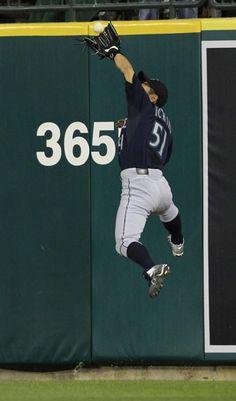 Ichiro Suzuki, Mariners Baseball, Seattle Mariners, Baseball Players, Baseball Cards, Japanese Baseball Player, Sports Photos, Team Photos, Baseball Photography