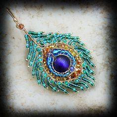 peacock feather pendant using beads and wire Bead Crafts, Jewelry Crafts, Wire Jewelry, Beaded Jewelry, Gold Jewelry, Jewlery, Peacock Jewelry, Peacock Necklace, Gold Necklace