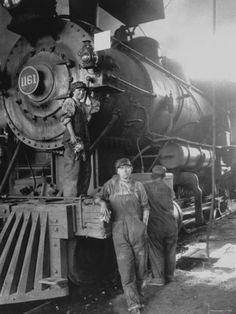 Women on Great Northern Railway at Great Falls, Montana. As more male workers joined the armed forces during World War I, women like these railroad employees, were encouraged to enter occupations t… Old Pictures, Old Photos, Antique Photos, Rare Photos, Steam Punk, Old Trains, Vintage Trains, Railway Posters, Great Falls