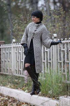 Купить или заказать Пальто 'Каприз' в интернет-магазине на Ярмарке Мастеров. Удивительно женственное пальто 'Каприз'. Пальто из объемной пряжи. Сочетание рисунков, высокой застежки и неординарного силуэта сделает Вас привлекательной и будет замечена не только женщинами, но и мужчинами. Застежка на 5 пуговиц с авторским креплением к полотну. Количество пуговиц можно увеличить до желаемой длины застежки. Длина рукава - 3/4. Пальто на заказ возможно сделать в любой длине и любом размере.