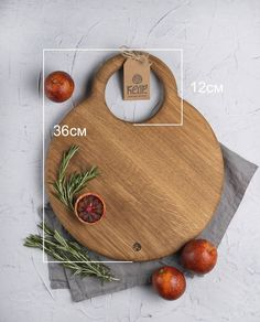Все > Разделочная доска большая круглая купить в интернет-магазине Fine Woodworking, Woodworking Projects, Wood Crafts, Diy And Crafts, Small Wood Projects, Wood Creations, Wood Cutting Boards, Wooden Kitchen, Serving Board