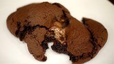 Melts milky way cookies !milky way cookies ! Milky Way Cookies, Milky Way Cake, Just Desserts, Delicious Desserts, Yummy Food, Awesome Desserts, Tasty, Party Desserts, Yummy Yummy
