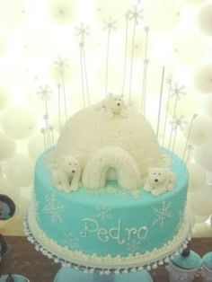 I love the igloo on this polar bear cake! I wonder if we should make igloos out of marshmallows or sugar cubes for the party too....