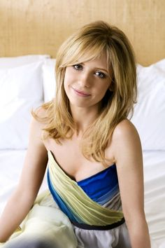 """Sarah Michelle Gellar, most adorable actress I have ever seen."" I love her soooo much! I'm such a huge Buffy fan lol Sarah Michelle Gellar Buffy, Freddie Prinze, Buffy Summers, Jennifer Love Hewitt, Liv Tyler, Alyson Hannigan, Buffy The Vampire Slayer, Joss Whedon, Hair Dos"