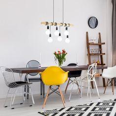 Deze hippe Townshend hanglamp van EGLO kun je helemaal naar je eigen hand zetten! De lamp bestaat uit een robuuste houten paal waar meerdere fittingen aan hangen. Wikkel de snoeren van de lampjes om de paal en bepaal zo zelf de hoogte van de lampjes!