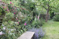 De ommuurde tuin van Watergate House in Fortwich, Canterbury (Kent) vormen een Hortus Conclusus , de muren zijn een overblijfsel vanuit de tijd dat hier de Abdij van St. Augustine stond terwijl ook...