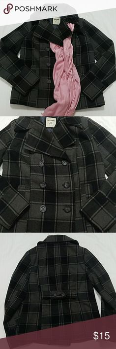 """Old Navy Plaid Pea Coat Fall is just around the corner! Dark gray and black plaid pea coat, with outer pockets and lined. Still in wonderful condition.  Flat measurements are approximate and are as follows: Shoulder to shoulder 15"""" Top of shoulder to bottom of coat 23"""" Armpit to armpit 20"""" Armpit to bottom of coat 14"""" Top of shoulder to end of sleeve 25"""" Reasonable offers welcome Old Navy Jackets & Coats"""