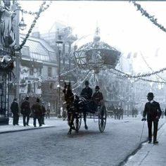 London, Bedford Street, about 1902. I wish people still rode around in carriages all the time.