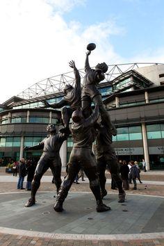 Statue at Rugby Road. (Twickenham stadium)