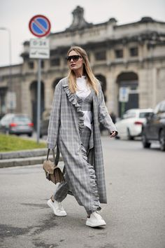 The Best Street Style Looks From Milan Fashion Week Fall 2018 Top Street Style, Street Style 2018, Milan Fashion Week Street Style, Street Style Trends, Milan Fashion Weeks, Autumn Street Style, Cool Street Fashion, Look Fashion, Korean Fashion