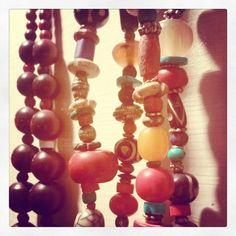 Instagram media by frida.creazioni.verona - #collana #pietre #perle #perline #colori #india #argento #metallo #artigianato #Handmade #etnico #Frida #Verona