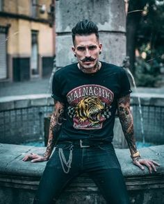 T-Shirt Men Black Malnacidos, Soft Cotton - Front and Back Printed. Look Rockabilly, Rockabilly Outfits, Punk Outfits, Rockabilly Fashion, Punk Fashion, Cool Outfits, Fashion Outfits, Amazing Outfits, Rock Style Men