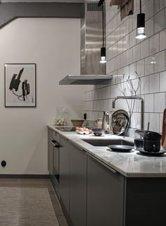 Vintage industrial style decor trends to make a lasting impression in your guests! Industrial Kitchen Design, Kitchen Design Open, Industrial Loft, Interior Design Kitchen, Interior Decorating, Vintage Industrial, Kitchen Jars, New Kitchen Cabinets, Kitchen Dining