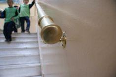 Scuola elementare in Atene: corrimano in ottone