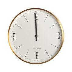 Clock Couture väggklocka från House Doctor är en modern väggklocka med en stilren design. Den passar de flesta hem och matchas enkelt med övrig inredning. Klockan blir en fin detalj på väggen och hjälper dig att hålla koll på tiden!