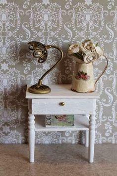 Emilian kotona Havumetsäntiellä: Pöytälamppu