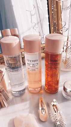 Perfume, Beauty Skin, Beauty Makeup, Pinterest Makeup, Make Up Collection, No Foundation Makeup, Lip Moisturizer, Aesthetic Makeup, Skin Makeup
