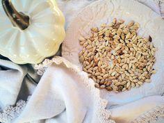 Roasted Pumpkin Seeds | nutritionbymia.com