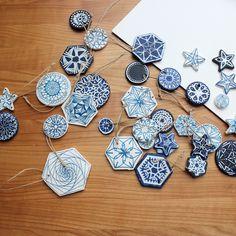 DIY Weihnachtsschmuck aus Salzteig mit simpler Zentangle Blaumalerei mit Eddingstiften | www.theachievearchives.com