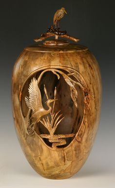 I could sit looking at this piece all day. Absolutely magnificent. Woodturning by Charlie Shrum