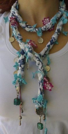 This Pin was discovered by TC Lace Jewelry, Scarf Jewelry, Textile Jewelry, Fabric Jewelry, Jewelery, Scarf Necklace, Fabric Necklace, Diy Necklace, Crochet Necklace