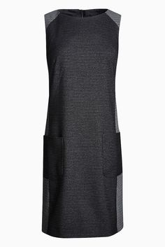 Kleid  69% Polyester, 30% Viskose, 1% Elasthan. Einsatz: 66% Polyester, 33% Viskose, 1% Elasthan.  Ärmelloses Kleid aus weichem Material mit Tasche vorne....