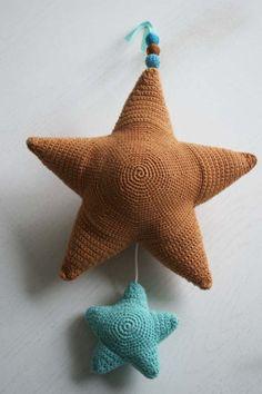 crochet star with a music box - ster haken met muziekdoos