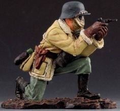 World War 1 German Army GW012B Rommel Kneeling Firing Pistol wearing Gas Mask - Made by Thomas Gunn Military Miniatures and Models. Factory made, hand assembled, painted and boxed in a padded decorative box. Excellent gift for the enthusiast.
