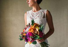 Bright and Tropical Bouquet | Wedding by Moana Events | #hawaiiwedding #destinationwedding #brightbouquet #tropicalbouquet #colorfulbouquet