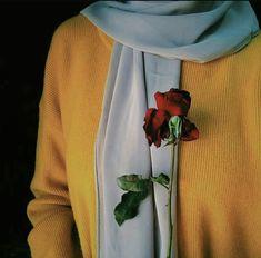 Image in Hijab❤👑 collection by ♕❅Sarah❅♕ on We Heart It Stylish Hijab, Modest Fashion Hijab, Hijab Chic, Stylish Dp, Arab Girls Hijab, Muslim Girls, Hijabi Girl, Girl Hijab, Instagram Hijab