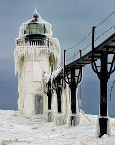 Google Earth Pics ‏@GoogleEarthPics   Frozen St. Joseph Lighthouse, Lake Michigan, USA