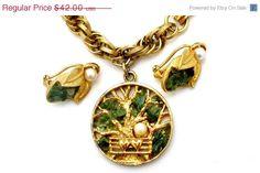 Sale Pearl Green Jade Charm Bracelet Earrings Set Capri Vintage