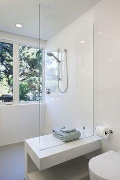 Sprchový kút bez vaničky sklenený predel