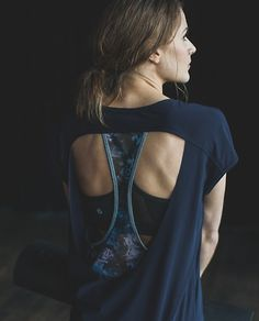 Just finished a major sweat-sesh? This airy, open-back tee is perfect for embracing the calm and cool post-workout nirvana