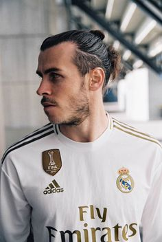 adidas Launch Real Madrid Home Shirt - SoccerBible Real Madrid Football, Real Madrid Players, Football Is Life, Fotos Real Madrid, Real Madrid Pictures, Garet Bale, Real Madrid Home Kit, Real Madrid Manchester United, Equipe Real Madrid