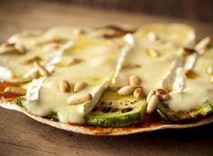 Receita Dedo de Moça: Pizza de brie com abobrinha e pignoles