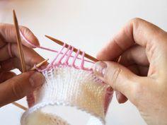 kukkaraita eli venäläinen pitsikukka Crochet Stitches, Knit Crochet, Knitting Socks, Crocheting, Knits, Minecraft, Knit Socks, Crochet, Chrochet