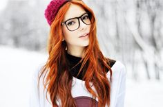 I can't wait till the summer to dye my hair back. Red Hair And Glasses, Girls With Glasses, Dye My Hair, Red Hair Makeup, Ginger Girls, Hottest Redheads, Shirt Hair, Redhead Girl, Beautiful Redhead