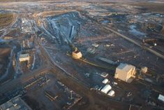 Scientists Find 7,300-Mile Mercury Contamination 'Bullseye' Around Canadian Tar Sands ~~  Just one week after Al Jazeera discovered that regulatory responsibility for Alberta, Canada's controversial tar sands would be handed over to a fossil-fuel funded corporation, federal scientists have found that the area's viscous petroleum deposits are surrounded by a nearly 7,500-square-mile ring of mercury.