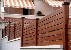 ARTE Y JARDINERÍA DISEÑO DE JARDINES: SUPERFICIES VERTICALES. MATERIALES PARA EL JARDÍN Wood Fence Gates, Wood Fence Design, Backyard Farming, Backyard Patio, Backyard Ideas, Boundary Walls, Fence Plants, Privacy Walls, Diy Garden Furniture