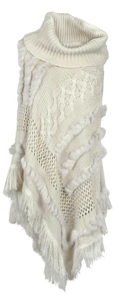 This bright poncho is such a breath of fresh air! With fall naturally comes you see a great outfit like this in such a pretty beige ponch. It's definitely refreshing!
